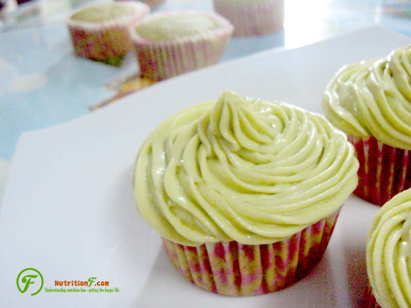 Matcha cupcake with frosting by matcha cream